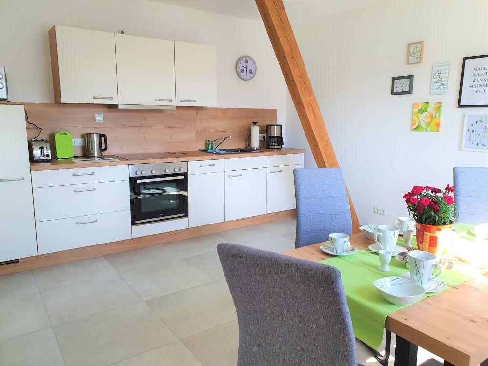 Ferienwohnung - geräumige, voll ausgestattete Küche