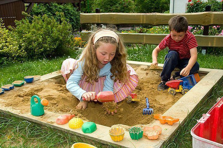Sandkasten für unsere kleinen Gäste