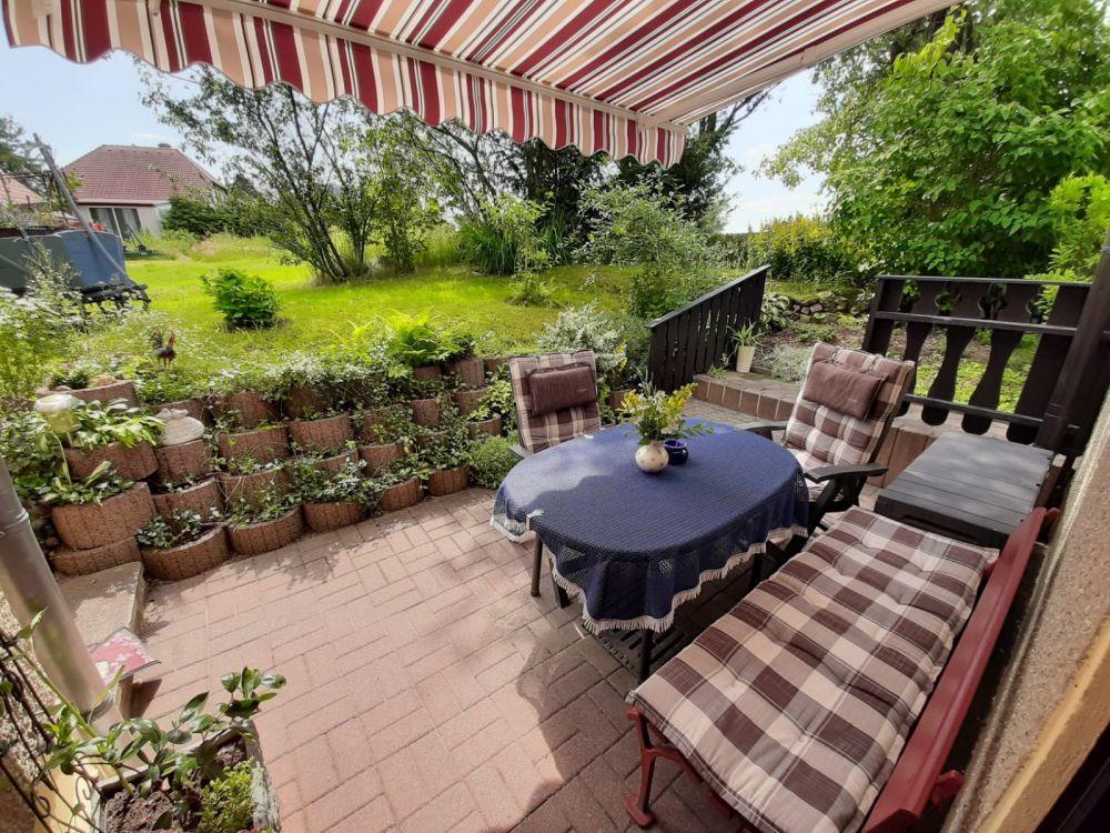 Terrasse mit Sonnenschutz und seperater Eingangsbereich
